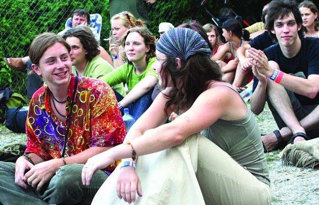 POHODA. Sednout si  na zem a poslouchat muziku. Festival Boskovice vždy provází příjemná atmosféra.