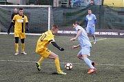 Olomoučtí fotbalisté (v modrém) v celostatní Superlize malého fotbalu s Blanenskem.