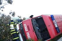 K nehodě požárního auta hasičů z Polska vyjížděli v pondělí brzy ráno na silnici I/43 u Sebranic hasiči z Boskovic a Kunštátu a dobrovolná jednotka z Kunštátu.
