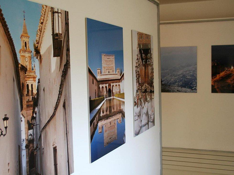 Festival španělské kultury Ibérica odstartoval v úterý v Boskovicích. V jednu hodinu odpoledne se na tamním zámku a v Zámeckém skleníku otevřely první taneční a hudební dílny, stejně jako výstava fotografií.