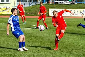 Ve středečním utkání porazili blanenští fotbalisté (v červeném) Vlašim 2:0.