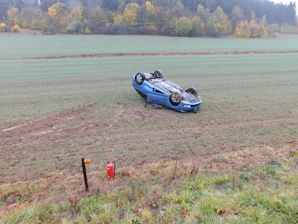 U Lažánek bouralo osobní auto.