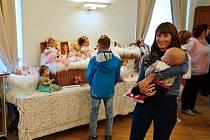 Výstava panenek pomohla autistům.