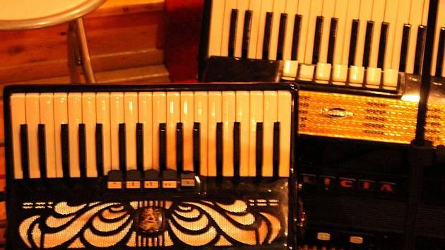 Akordeonový koncert žáků blanenské základní umělecké školy v úterý zaplnil dřevěný kostel.