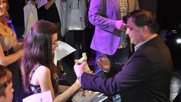 Do finále boskovické pěvecké soutěže RH Faktor se probojovalo osmnáct soutěžících. Absolutní vítězkou se stala Barbora Janků z Boskovic.