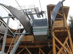 V těchto dnech finišuje kompletní rekonstrukce horní stanice lanovky.