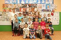 Děti z 1. B ze ZŠ Erbenova Blansko s paní učitelkou Alenou Lysoňkovou.