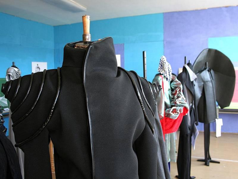 Na soutěži ve Velkých Opatovicích vystavují svá díla studenti uměleckých škol z celé republiky.