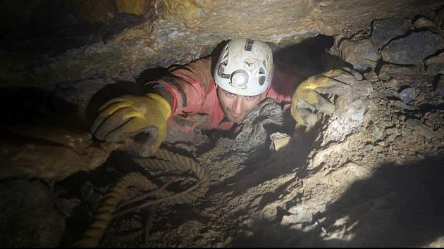 V Moravském krasu u Vilémovic na Blanensku nedávno jeskyňáři objevili desítky metrů pod zemí rozsáhlý podzemní dóm. S nedotčenou krápníkovou výzdobou. Má rozměry přibližně třicet krát třicet metrů.