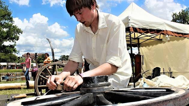 Do Kunštátu dorazí přes třicet mistrů starých řemesel. Po jedenácté se zúčastní mistři kočárnictví.