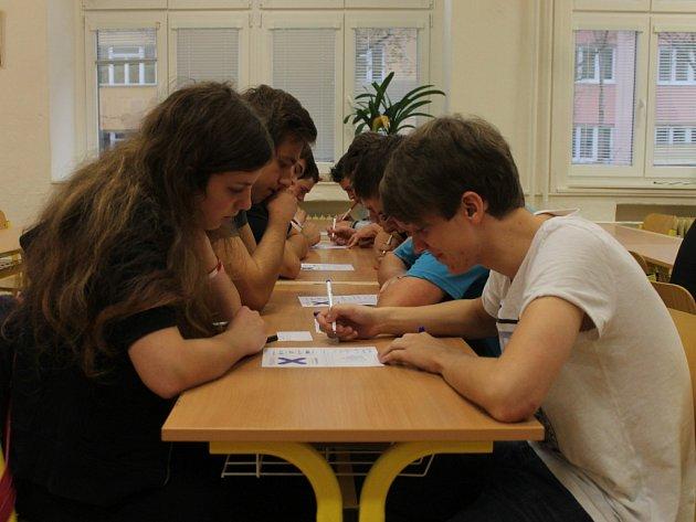 V blanenském gymnáziu se v pátek konal turnaj v piškvorkách.