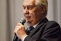 Prezidenta Miloše Zemana v Boskovicích přivítaly stovky lidí.