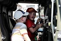 Na sraz veteránů spojený s oslavou Dne dětí si pořadatelé přichystali bohatý doprovodný program s ukázkami práce vojáků a hasičů.