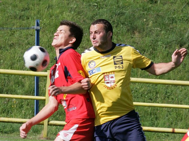 Fotbalisté Blanska porazili na domácím trávníku ve třetí lize rezervu Jihlavy 2:0. Tři kola před koncem jsou však Blanenští stále na poslední příčce.