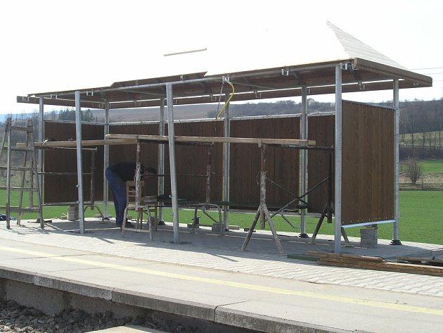 nová čekárna na nádraží v Rájci - Jestřebí