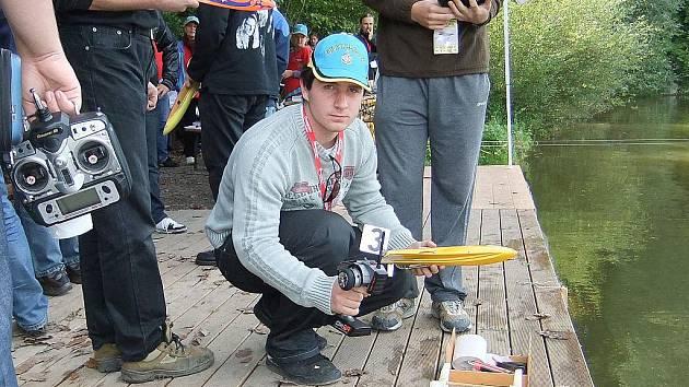 Blanenský lodní modelář Pavel Chlup na mistrovství světa v německém Murrhardtu.