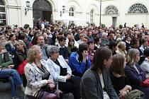 Boskovické publikum se v sobotu dočkalo ojedinělého hudebního zážitku. V rámci festivalu Concentus Moraviae na nádvoří tamního zámku vystoupila zpěvačka a houslistka Iva Bittová