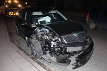 V Lažanech narazilo auto do sloupu. Zranil se řidič a dvě děti.