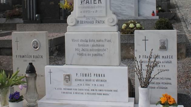 Hrob bývalého křtinského faráře Tomáše Prnky. Ilustrační foto.