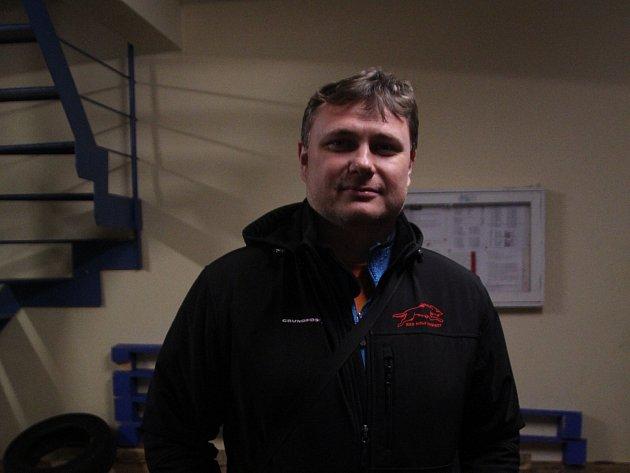 Trenér hokejové Minervy Martin Světlík.