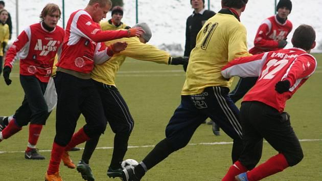 Přestože ve druhém kole nasadili Blanenští svoji juniorku, která prohrála s Protivanovem, má FK Apos zatím nejlepší bilanci. Boskovice i Svitavy ale mají zápas k dobru. Tabulku uzavírá Rájec, který zatím nevyhrál.