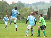 Výprask 6:0 uštědřili hráči Radostína (v modrobílém) nováčkovi z Dolní Rožínky (v zeleném) na její půdě.