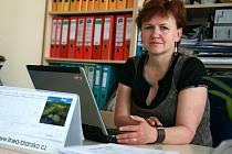 Ivana Holomková dlouhá léta učila ve škole v Rájci–Jestřebí. Nyní je již třetí volební období starostkou Spešova. Od roku 2009 je členkou strany TOP 09. V roce 2010 za TOP 09 neúspěšně kandidovala do senátu.