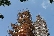 Vanovičtí nechali opravit věže a průčelí tamního evengalického chrámu. Opravy mají skončit v srpnu.