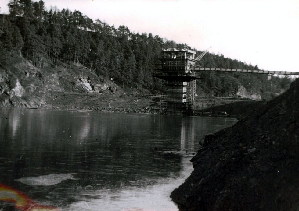 První nedobrovolné nadržování (leden 1976).