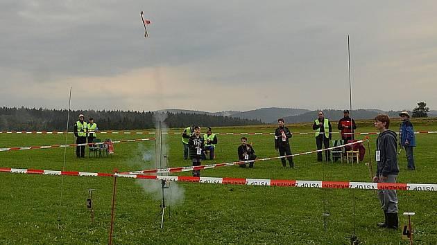 V sobotu ráno v Letovicích odstartoval Světový pohár raketomodelářů.