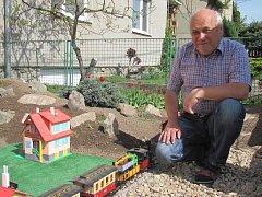 Zahradní železnice Jiřího Šimkůje v blanenské Divišově ulici.