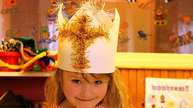 Děti s maminkami malovaly a tvořily v blanenském klubu Ratolest na motivy Tří králů.