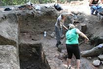 Archeologové u Deštné zkoumají historii středověkého hradu Rumberk.