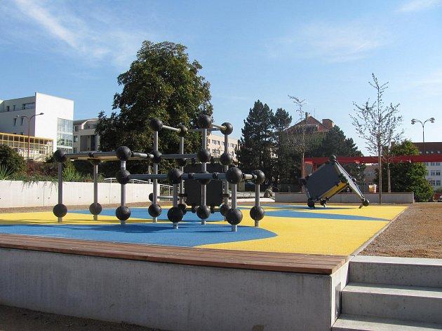 Park na základech hotelu Dukla. Ilustrační foto.