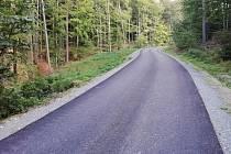 Opravili cestu mezi Josefovem a Habrůvkou. Jezdí po ní lesníci i cyklisté.