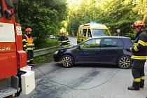 U Šebrova se srazila dvě auta. Řidič vyvázl s lehkým zraněním.