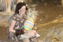 V sobotu a v neděli si návštěvníci Sloupsko-šošůvských jeskyní užili speciální velikonoční prohlídky s neandertálci.
