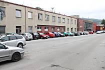 Stávající kapacita parkoviště u blanenského vlakového nádraží je čtyřicet míst. Aut tam však stává i čtyřikrát tolik.