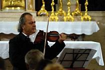 Přední český houslista Václav Hudeček.