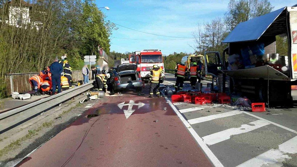 Dopravní nehoda u Letovic. Osobní auto se srazilo s nákladním.