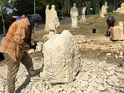Tvorba nových soch do betléma ve Vískách