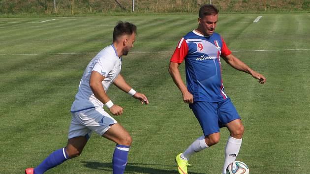 Fotbalisté Blanska porazili v úvodním kole divize D Přerov 3:0. Všechny tři branky vstřelil Jan Trtílek, publikum bavil Petr Švancara.