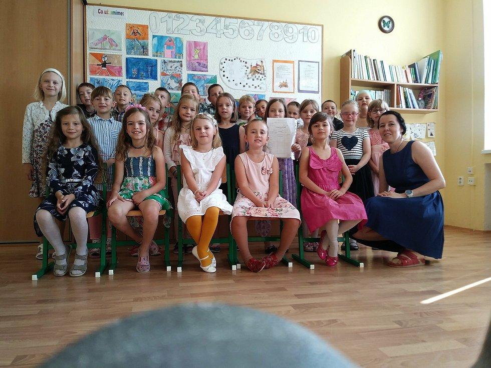 Oblíbenou učitelku Lenku Dohovou její žáci ze Základní školy Adamov nominovali do regionálního kola ankety Zlatý Ámos.