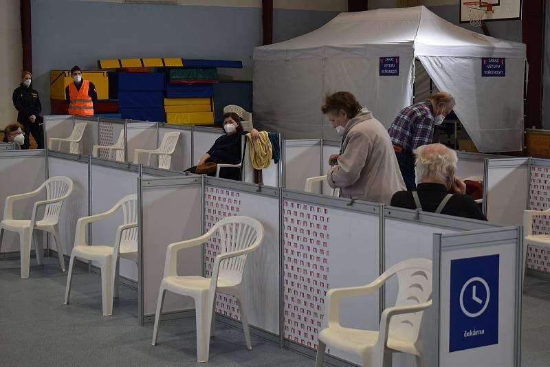 Velkokapacitní očkovací centrum v Blansku. Zázemí má ve sportovní hale v ulici Údolní.