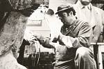 Je jedním z posledních mistrů svého řemesla. Umělecké litiny. Slévač Miloš Maixner má obrazně řečeno zlaté ruce. V pracovní směně jsou však celé černé a na první pohled nesou stopy tvrdé práce. Aby ne, když za více než čtyřicet let s kolegy z blanenské sl