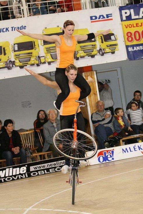 Kunštát hostil mistrovství republiky v sálové cyklistice. Kolisté Svitávky skončili stříbrní