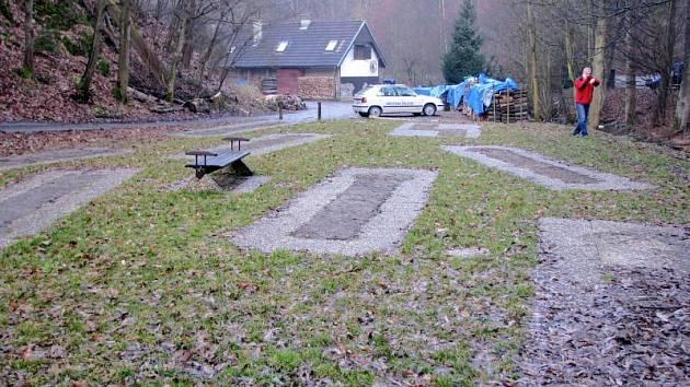 Černá stavba minigolfu v Josefovském údolí u Adamova musí zmizet. Do měsíce.