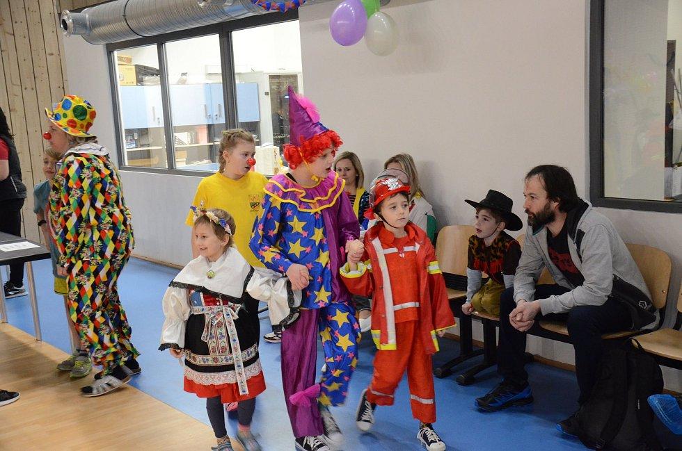 Svitávečtí ochotníci připravili pro děti maškarní karneval. Foto: archiv městyse