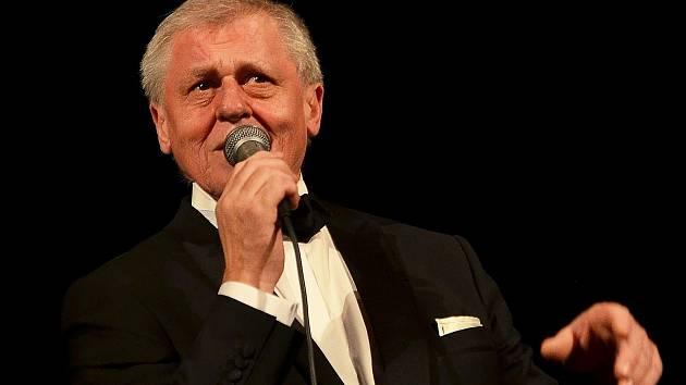 Laďa Kerndl při koncertu v Letovicích.