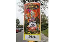 Nápisy ve středu reklamní plochy šly podle zaměstnanců cirkusu snadno odlepit.